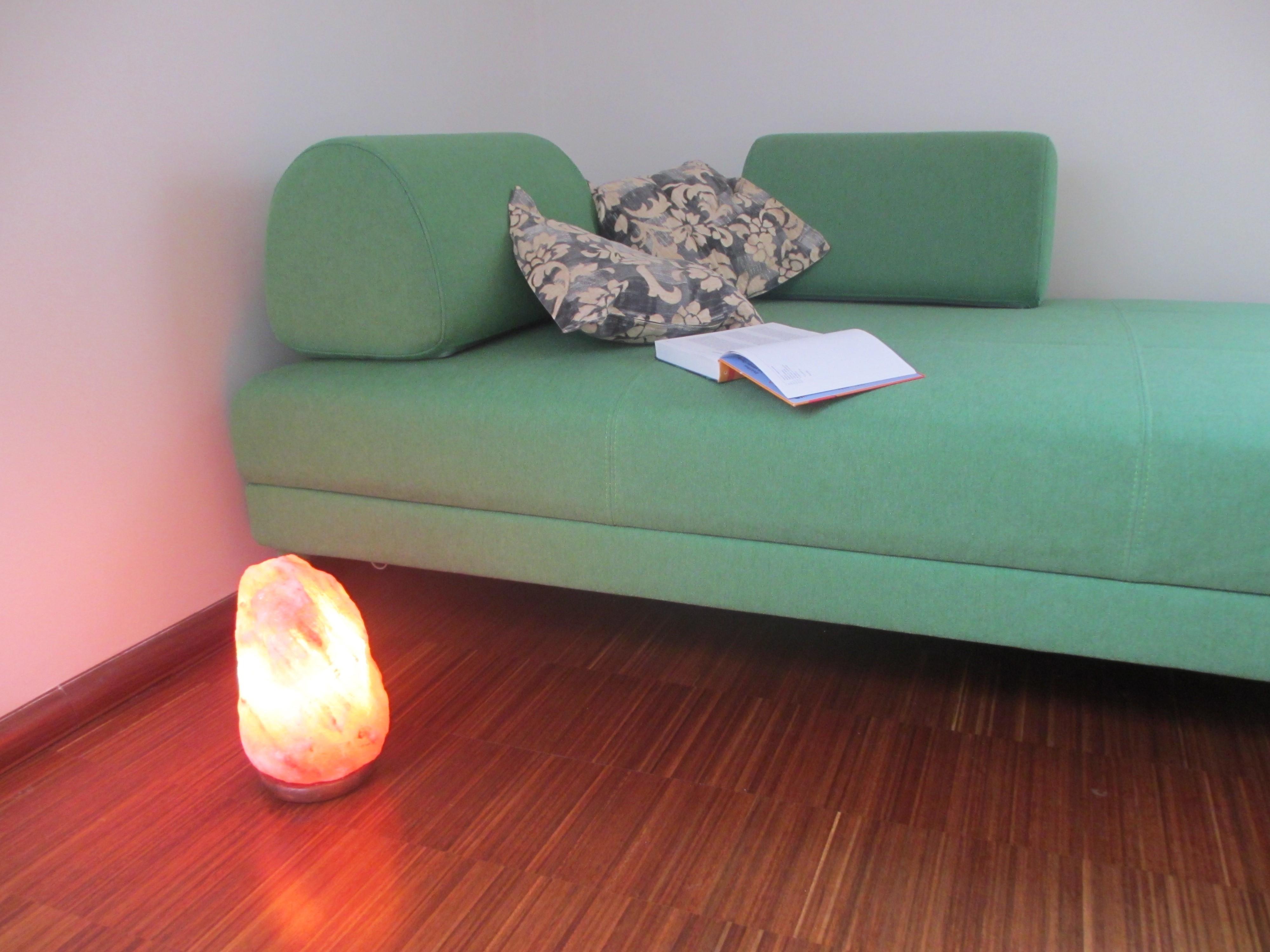 solní lampa v obývacím pokoji